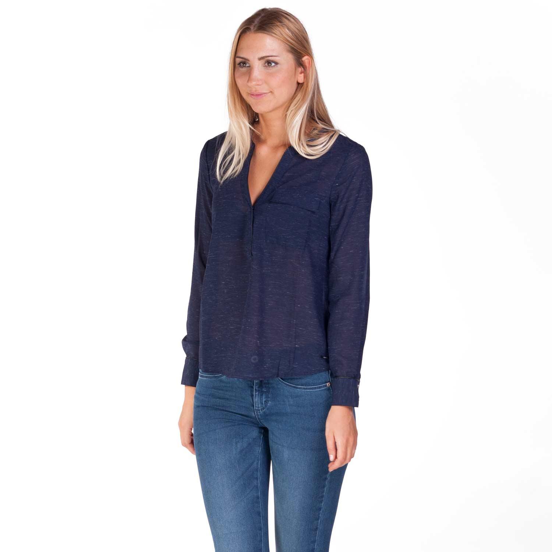 Draag een getailleerde blouse voor een chique uitje en neem een loose fit voor een gezellig diner met je beste vriendin. Waarom zijn blouses dan zo populair de laatste tijd? Omdat je blouses voor elke gelegenheid kunt dragen. Zowel voor een zakelijke afspraak als een vrije tijd uitje, jouw favoriete blouse zit in onze dolcehouse.mlon: Oudeweg 12, Groningen, TK.